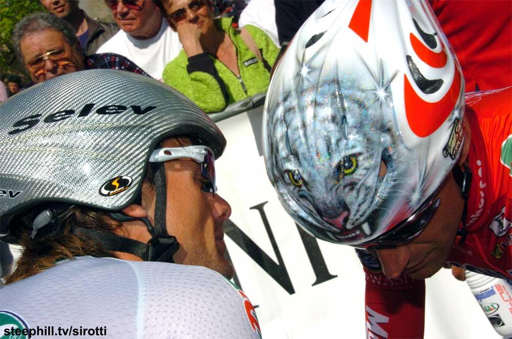 Helmet custom paint on a team - VeloNation