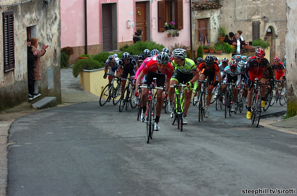 http://www.steephill.tv/2010/giro-di-sardegna/photos/stage-01/300-PIC89018429.jpg