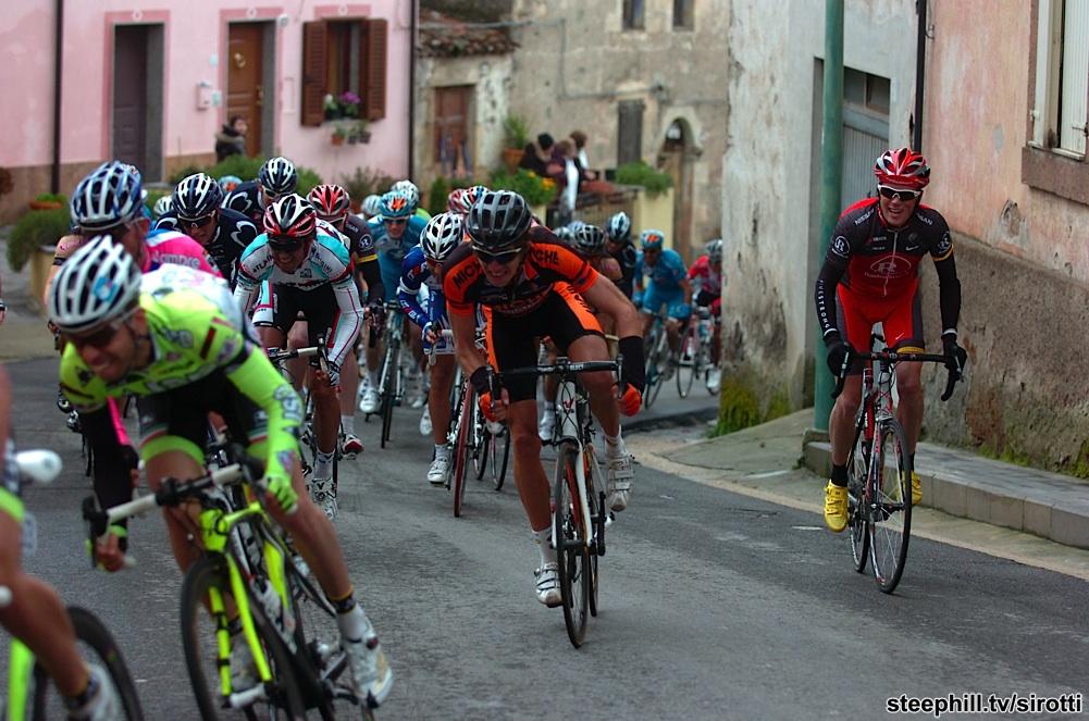 http://www.steephill.tv/2010/giro-di-sardegna/photos/stage-01/302-PIC89020587.jpg